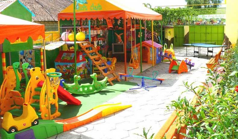 Огромное количество детских площадок по всей Феодосии - Фото
