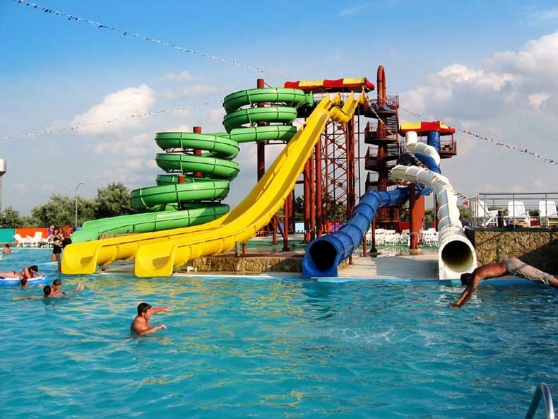 Аквапарк в Феодосии для активного отдыха детей и их родителей - Фото