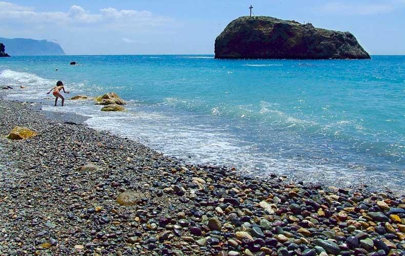 Яшмовый пляж Крыма, покрытие галечное - Фото