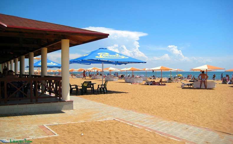 Золотой пляж Феодосии в Крыму - Фото