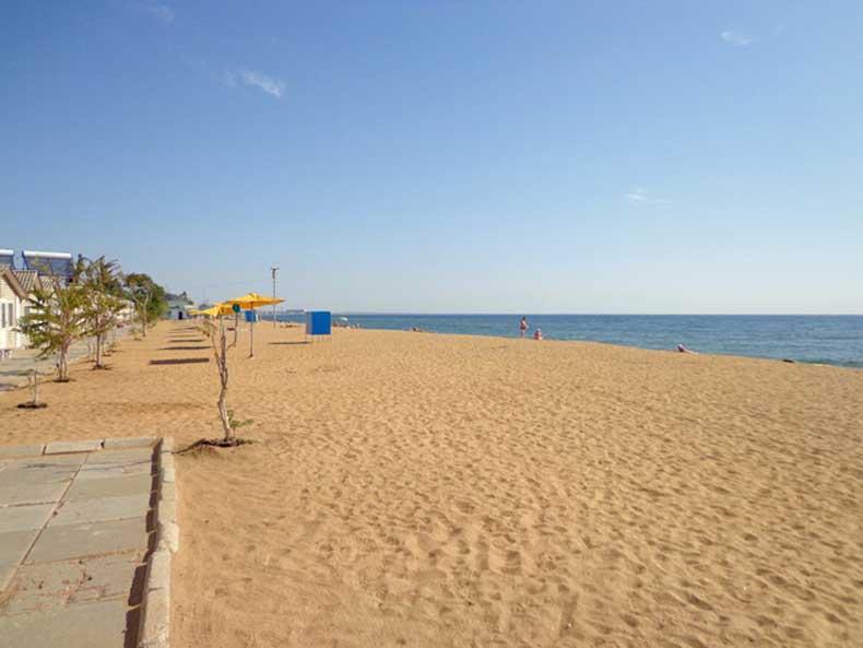 Песчаный пляж в Феодосии, что может быть лучше - Фото