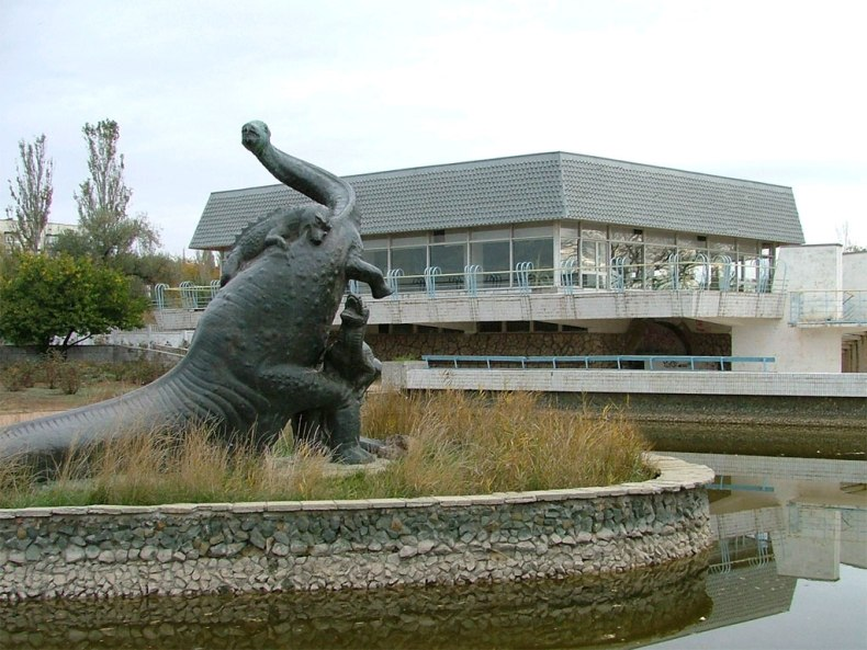 Статуя бронтозавра - Фото 08