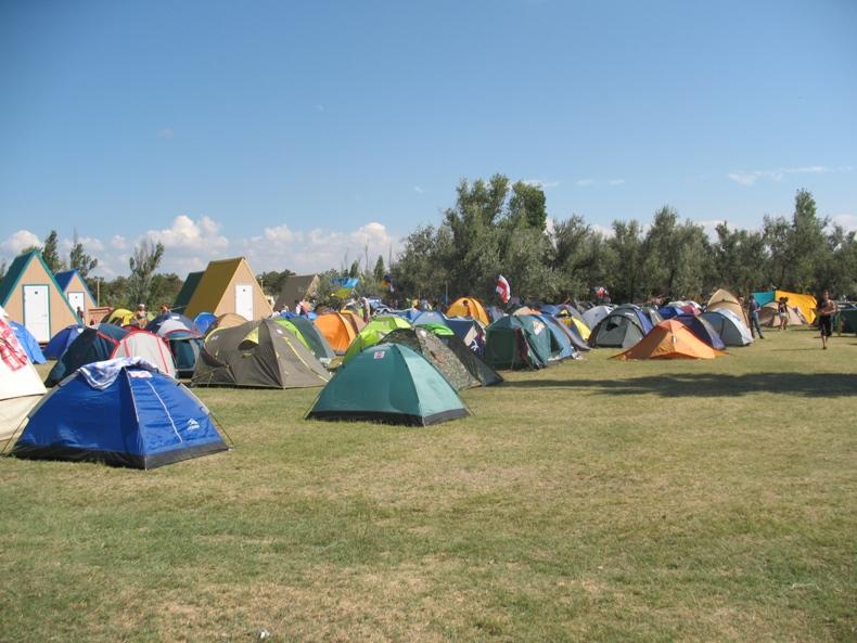 Палаточный городок 'дикарей' - Фото 05