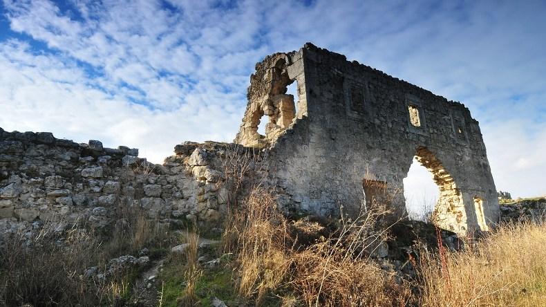 Руины цитадели Мангуп Кале - Фото 12