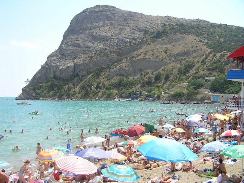 Крымские пляжи в летнее время - Фото 04