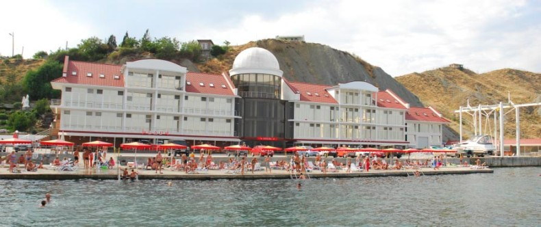 Пляж отеля 'Белый грифон' - Фото 03