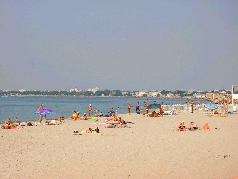 Пляж Евпатории - Фото 01