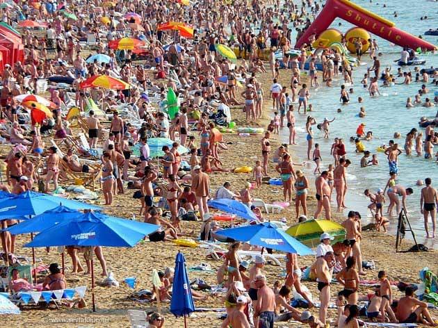Переполненные пляжи Ялты