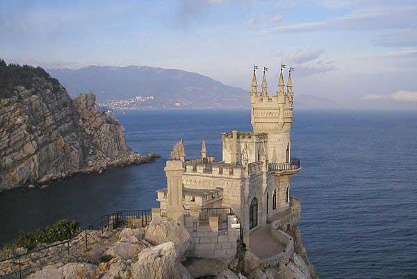 Ласточкино гнездо в Ялте обязательно для туристов в Крыму - Фото