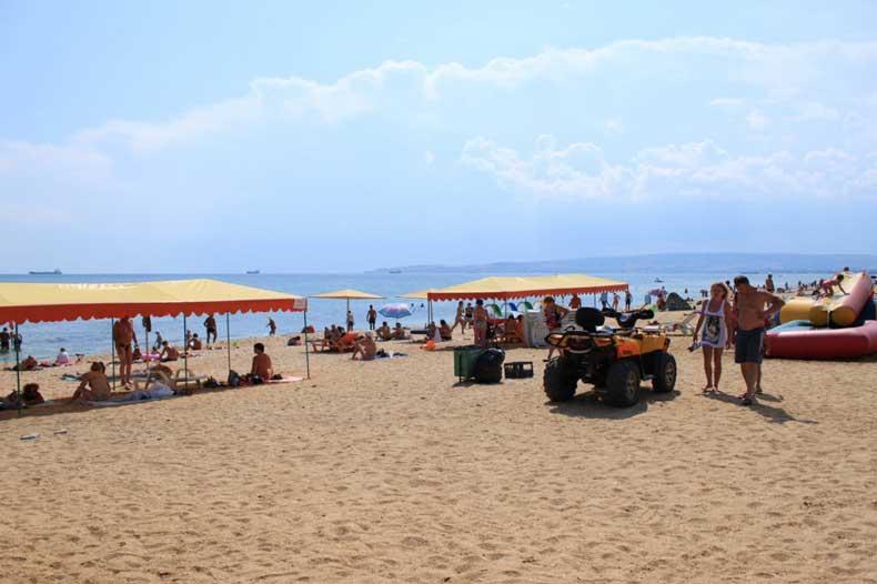 Золотой пляж Феодосии - отдых с детьми, развлечения - Фото