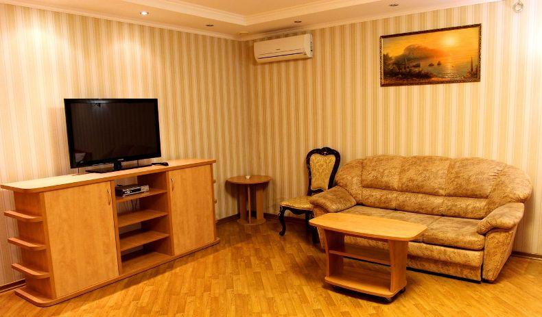 Типичная обстановка в частном доме Ялты - Фото 15