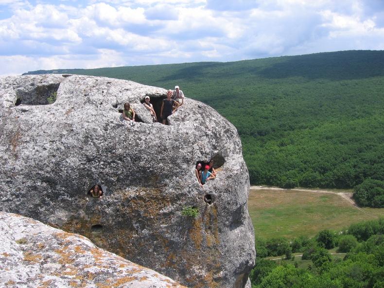 Пещеры в горах - Фото 05