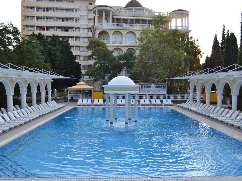 Открытый бассейн парк-отеля 'Марат' - Фото 13