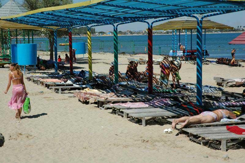 Песчаный пляж в Евпатории. Фото